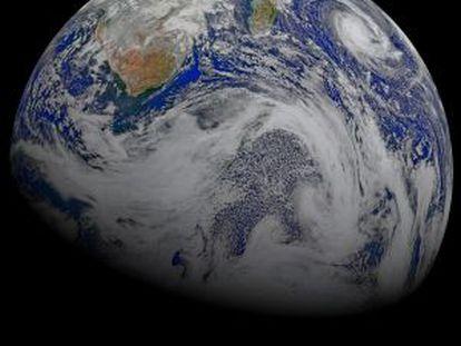 El océano Antártico y sus nubes enriquecidas por el plancton, que reflejan más radiación solar que las que se forman en el hemisferio Norte a raíz de la polución.