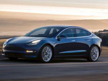 Elon Musk entrega las primeras unidades con el que Silicon Valley quiere cambiar el mundo del motor