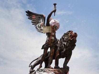 Monumento en la Plaza Italia, en Santiago de Chile.