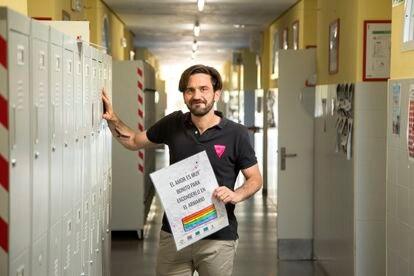 Juan Conde lleva un taller LGTBI en el  Colegio IES Pintor Antonio López, de Tres Cantos.
