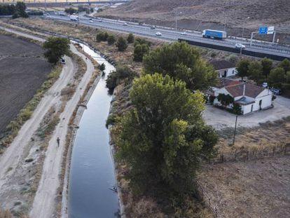 La acequia del Jarama en el término de Borox.