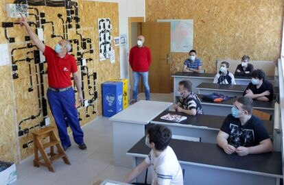 Primer día de clase tras el confinamiento en el centro formativo Otxarkoaga de Bilbao.