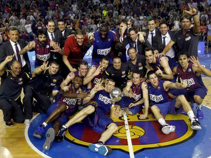 Los jugadores del Barcelona celebran su título de la Liga Endesa.