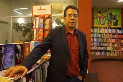 Alberto Salcedo durante una presentación de un libro en Lima, Perú, en 2014.