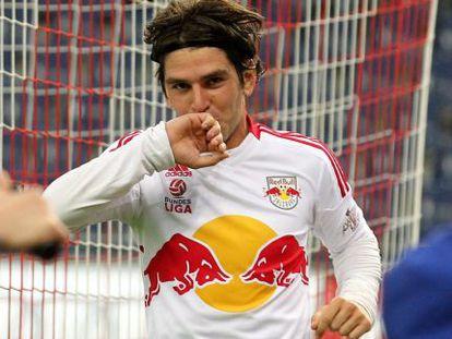 Jonathan Soriano celebra un gol con el Salzburg.
