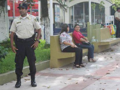 Un policía municipal en Zacatecoluca, El Salvador.