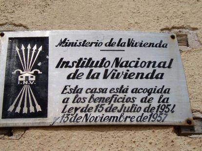 Placa de una vivienda de Montblanc, en Tarragona.