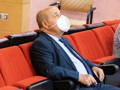 El exalcalde de Granada José Torres Hurtado (PP) en el Juzgado de lo Penal 1 de Granada el 21 de octubre.