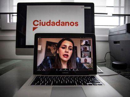 La presidenta de Ciudadanos, Inés Arrimadas, en rueda de prensa telemática.