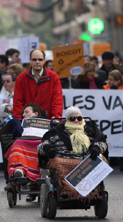 Protesta de discapacitados en Valencia contra la Generalitat.