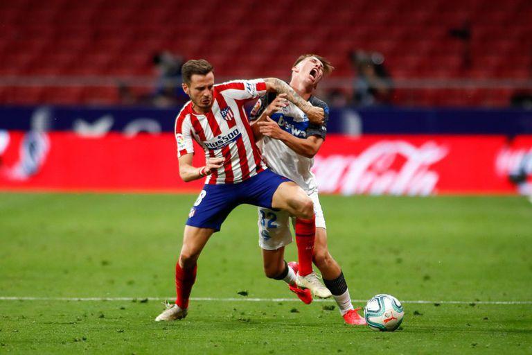 Saúl durante un lance del encuentro entre el Atlético y el Alavés disputado en el Metropolitano el pasado sábado. / (AFP)