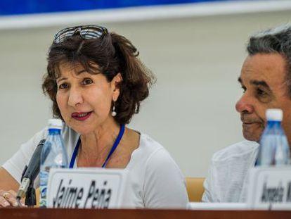 Constanza Turbay (izquierda).