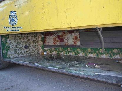 Habitáculo de un camión donde se localizaron varios inmigrantes en la Jonquera.