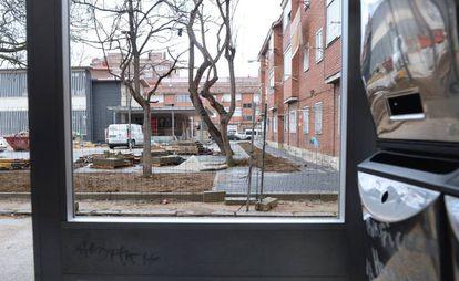 Vista de las obras del barrio desde uno de los portales.