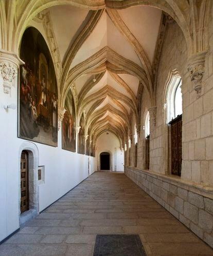 La ministra de Cultura, Ángeles González Sinde, ha presentado el regreso al monasterio de El Paular, en Madrid, de los 52 lienzos del pintor Vicente Carducho (1576-1638) restaurados en el museo del Prado.
