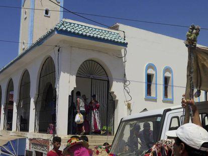 Vista exterior de la mezquita de Bab Taza, cabeza de la comarca de Tinghaya.
