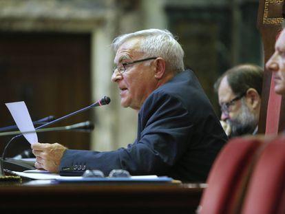 El alcalde de València, Joan Ribó, en un pleno municipal.