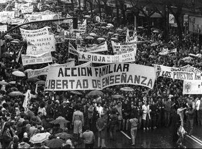 Marcha contra la LODE, en Madrid, en 1985. Los conservadores reclamaban libertad de elección de centro escolar para los padres.