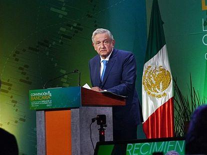 El presidente de México, Andrés Manuel López Obrador, se dirige a empresarios y banqueros durante la última convención bancaria, el pasado mes de marzo.