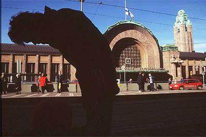 Fachada de la estación de ferrocarril de Helsinki.
