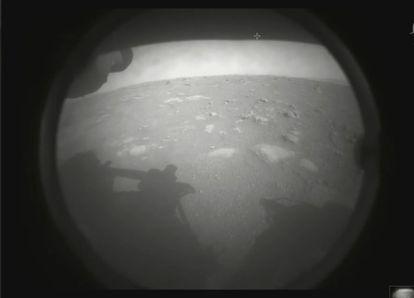 Una de las primeras imágenes de 'Perseverance' desde la superficie de Marte.