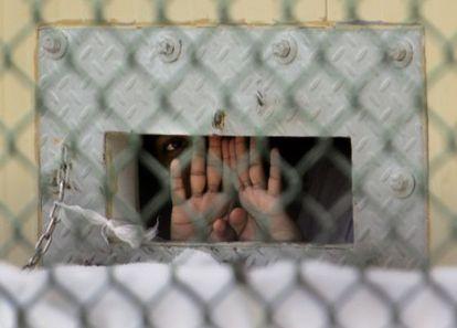 Los presos continúan en huelga de hambre en Guantánamo.