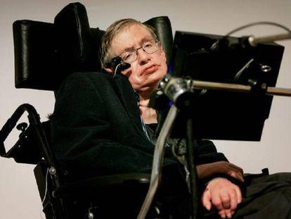 El caso del físico británico Stephen Hawking, que lleva más de medio siglo con la enfermedad, ilustra que la ELA no afecta a la capacidad intelectual.
