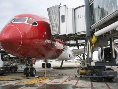 Uno de los aviones de Norwegian Air, en el aeropuerto del Prat.