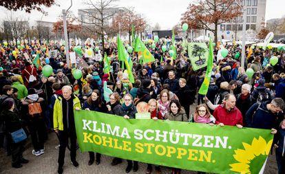 Miembros de Los Verdes encabezan una manifestación ecologista contra el carbón, el pasado 1 de diciembre en Berlín.
