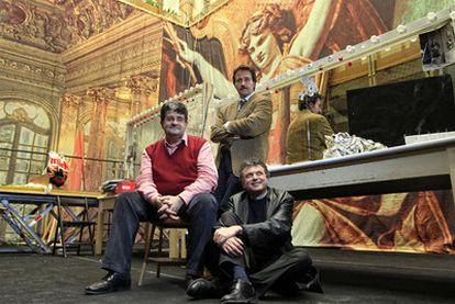 De izquierda a derecha, los dramaturgos Ignacio del Moral, Ignacio García May y Ernesto Caballero, en el  Teatro Español de Madrid.