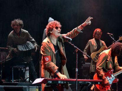 Charly García toca con su banda en el Jackie Gleason Theater de Miami Beach, el 28 de abril de 2012.