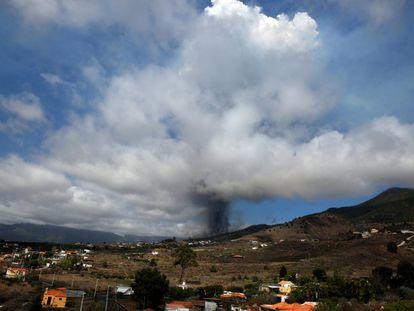 Momento en que se abrió la primera boca eruptiva en Cabeza de Vaca, Cumbre Vieja, el 19 de septiembre.