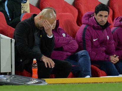 Guardiola gesticula durante el partido ante el Liverpool.