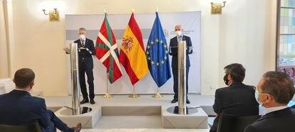 El ministro del Interior, Fernando Grande-Marlaska, y el vicelehendakari, Josu Erkoreka, este viernes en la sede del ministerio tras celebrarse la Junta de Seguridad.