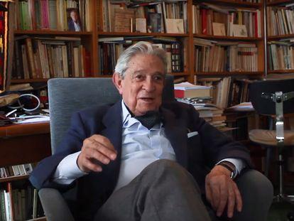 El poeta y editor Enrique Badosa.