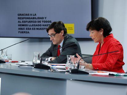 El ministro de Educación, Salvador Illa, y la ministra de Educación, Isabel Celaá, tras la conferencia sectorial mixta con las comunidades.