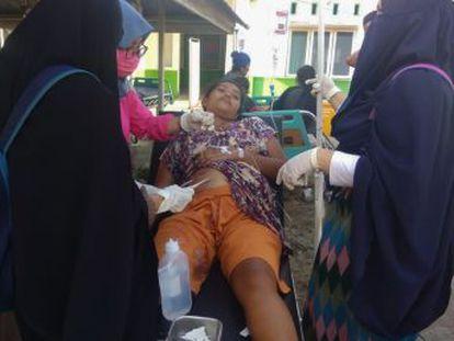 Las autoridades informan de al menos 384 y más de 500 heridos y 29 desaparecidos en la isla de Célebes