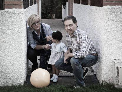 Una familia de acogida que participa en el programa.