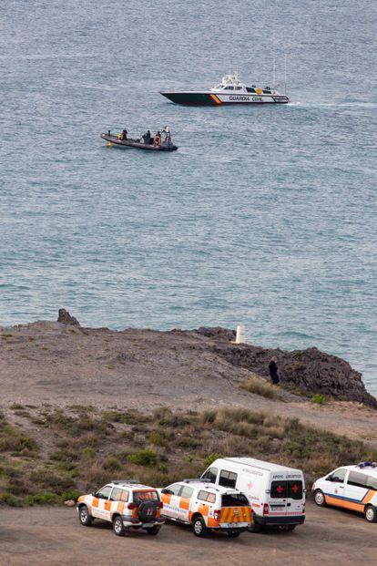 Tareas de búsqueda de los inmigrantes desparecidos en Mazarrón.