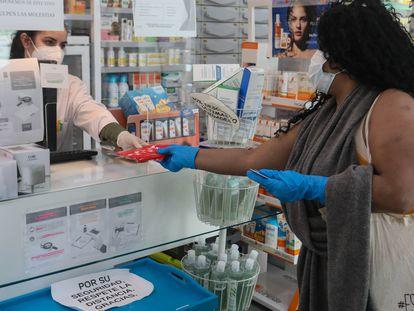 Una farmacia en Madrid, en mayo de 2020.