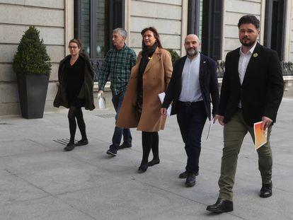 Desde la izquierda, Vehí, Matute, Borrás, Rego y Rufián, a su llegada al Congreso.