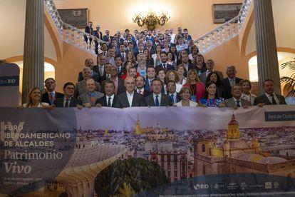 Participantes en el Foro de Ciudades Patrimonio Vivo del Banco Iberoamericano de Desarrollo, inaugurado en Sevilla.