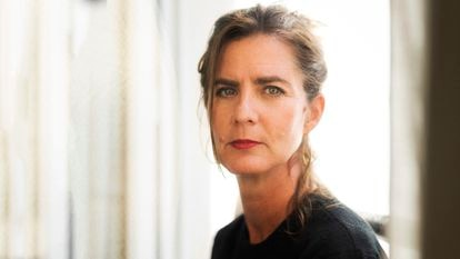 Camille Kouchner, escritora, abogada y académica francesa, fotografiada en su casa en París.