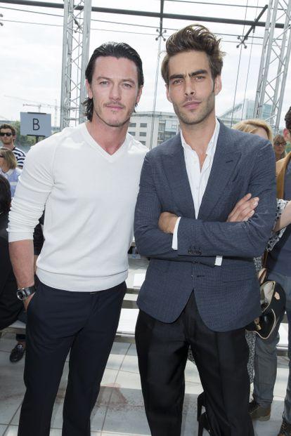 Luke Evans y Jon Kortajarena en 2014, en la Semana de la Moda de París.