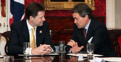 Artur Mas y el viceprimer ministro británico, Nick Clegg, en un momento de la entrevista.