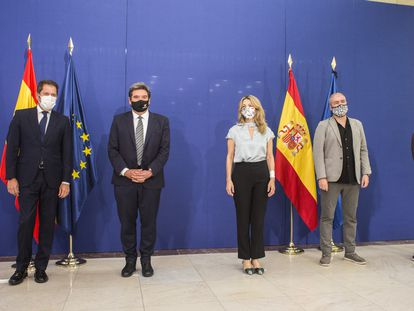 De izquierda a derecha, el presidente de Cepyme, Gerardo Cuerva; el ministro de Seguridad Social, José Luis Escrivá; la ministra de Trabajo, Yolanda Díaz; el secretario general de CCOO, Unai Sordo; y el secretario general de UGT, Pepe Álvarez; este jueves en Madrid.