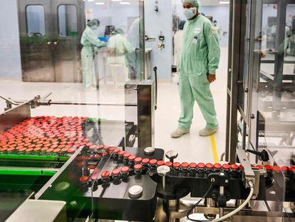 Preparativos para la producción de la vacuna de Oxford en las instalaciones de la empresa Catalent Biologics en Anagni (Italia)