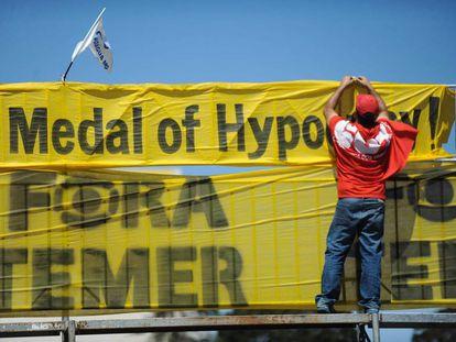 Manifestantes a favor de Dilma Rousseff, ayer en Brasilia