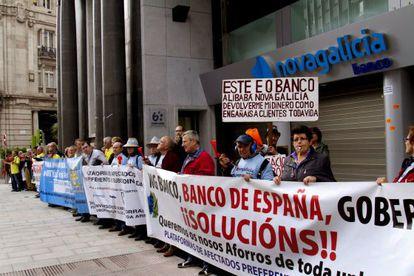 Varios centenares  reclaman el reembolso de sus inversiones en participaciones preferentes en Vigo