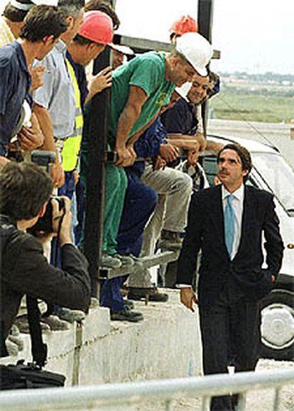 José María Aznar, en las obras de la desaladora de Alicante.